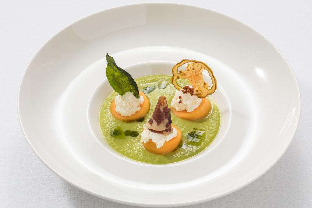steffen-traiteur-luxembourg-mariage-entree-gaspacho-feves-melon-jambon-LISANTO